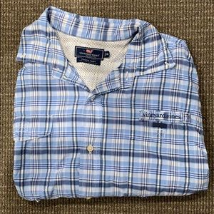 Vineyard vines button doe shirt